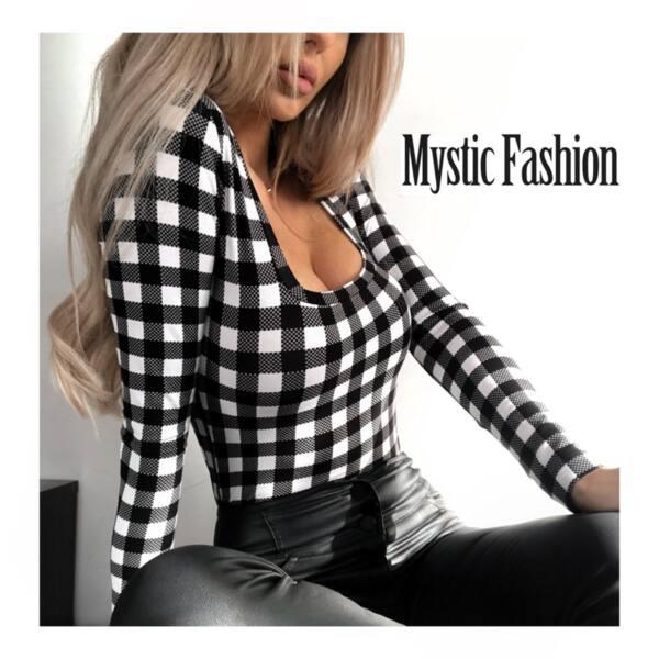 Блуза каре с деколте