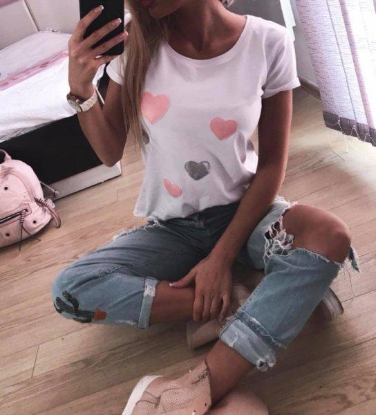 Бяла тениска със сърца