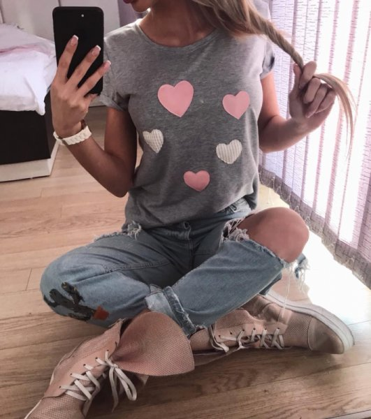 Сива блуза със сърца