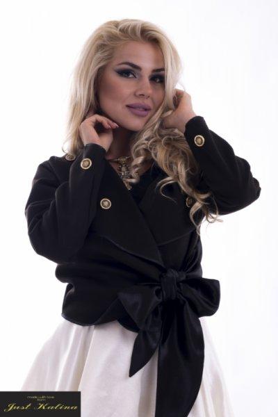Черно късо палто