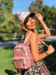 Дреме ми на розовата шапка