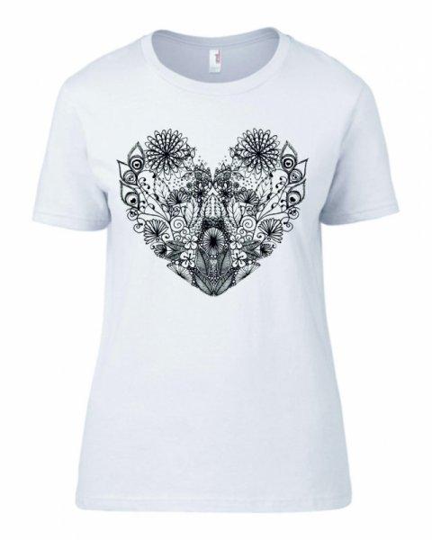 Дамска тениска със сърце от цветя