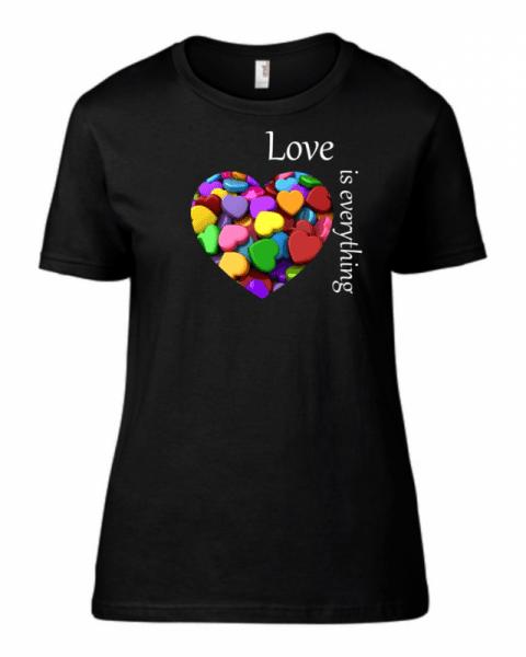Тениска Love is everything