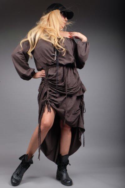Ефектна рокля от графитен велур на финни люспи