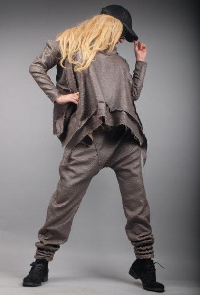 Впечетляваща кожена блуза на ефектни мини люспи