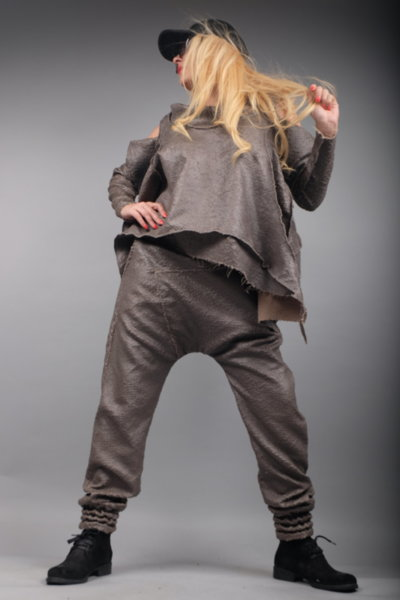 Ефектен кожен панталон на финни люспи
