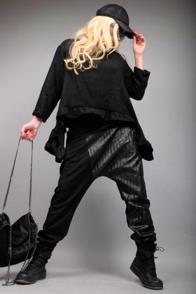 Луксозен панталон потур в коминация с ефектна релефна кожа