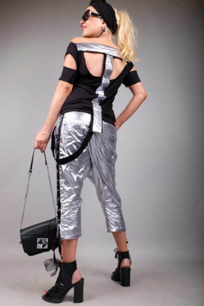 Впечетляваща блуза с ефектни сребристи елементи