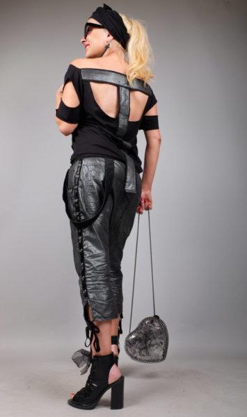 Впечетляваща блуза с ефектни черно сребристи елементи