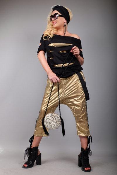 Впечетляваща блуза с ефектни златисти елементи