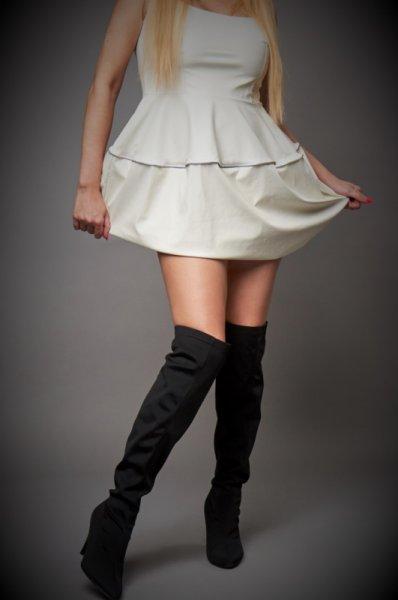 Къса бяла кожена рокля
