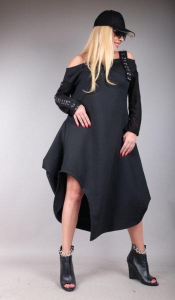Спортно елегантна рокля с интересен дизайн