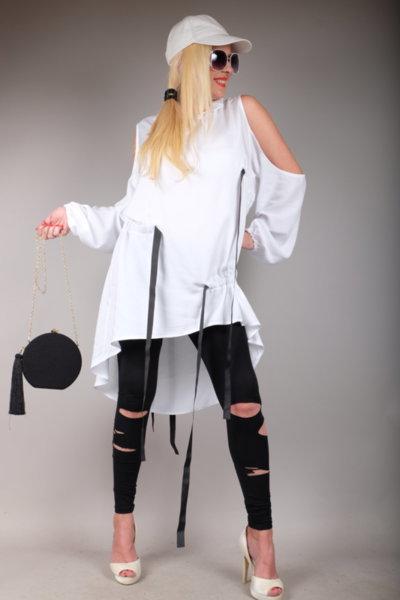 Впечетляваща бяла риза с ефектен дизайн