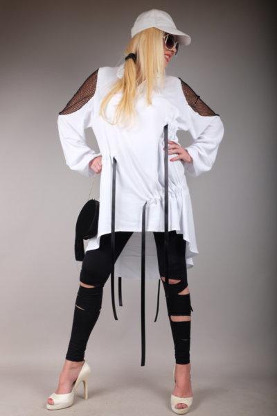 Впечетляваща бяла риза с ефектен дизайн и декорация от мрежа