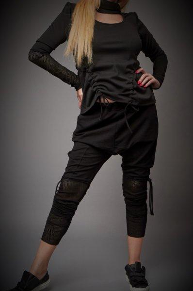 Ефектен панталон декориран с мрежа