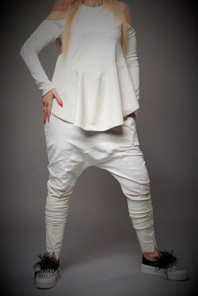 Бял панталон  потур с декорация от кожа