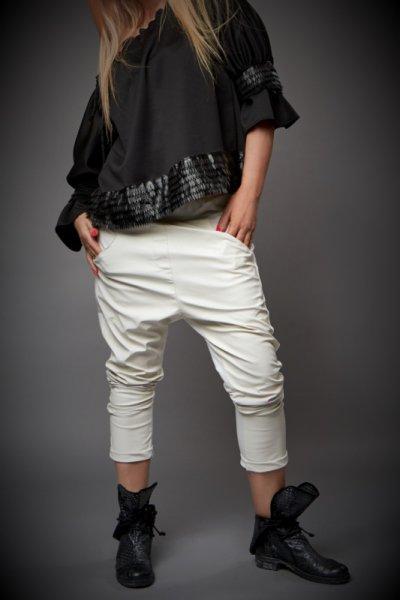 Спортно елегантен бял панталон