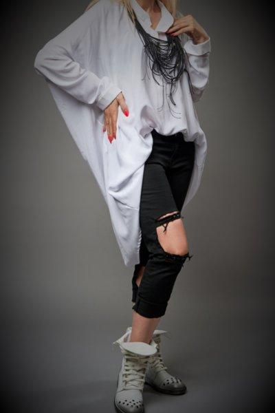 Елегантна дълга бяла риза