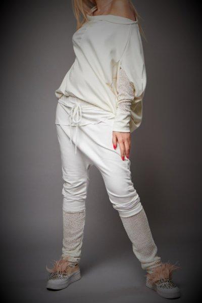 Ефектна бяла блуза с декорация от дантела