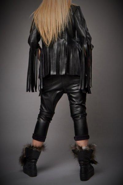 Късо кожено черно яке с ресни