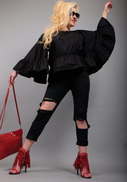 Черен спортно елегантен панталон с ефектни нарязвания