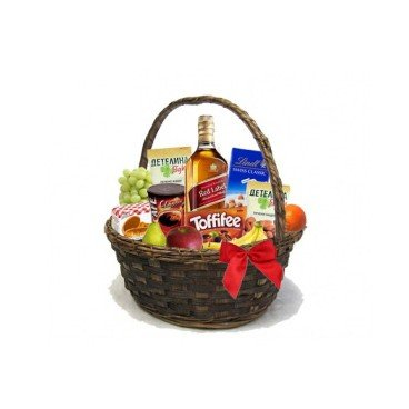 Кошница с уиски Johnnie Walker, ядки, бонбони, кафе и плодове