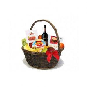 Кошница с червено вино Tcherga, бонбони, мезета и плодове