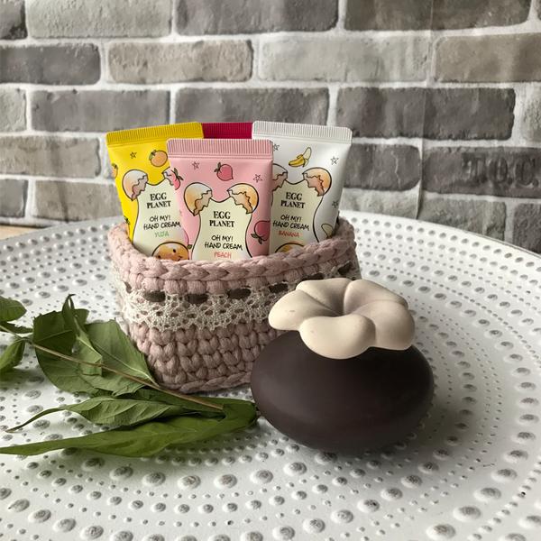Ръчно плетена кошница в розово
