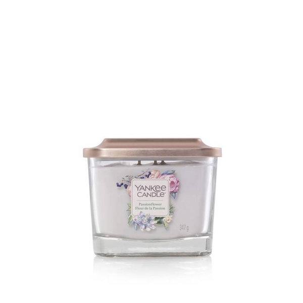 Свещ среден буркан Yankee Candle Elevation Passionflower